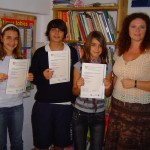 María, Stefan, Maria y Kelly con su profesora Clare Lewin.