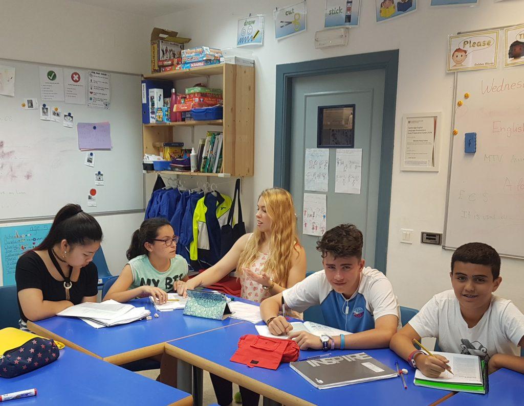 Clase de KET A2 con la profesora Miss Luisa