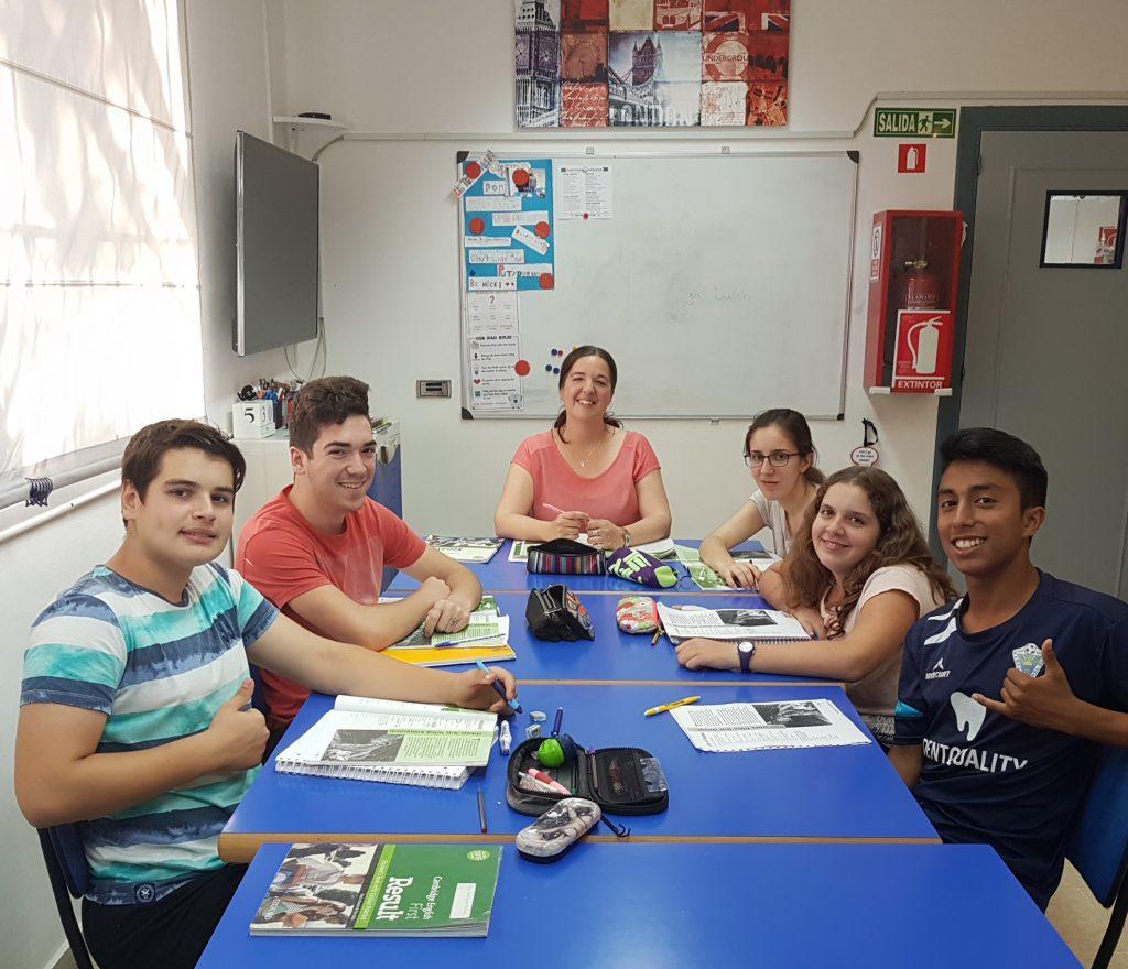 La clase de Cambridge English B2 tiene su examen este verano.