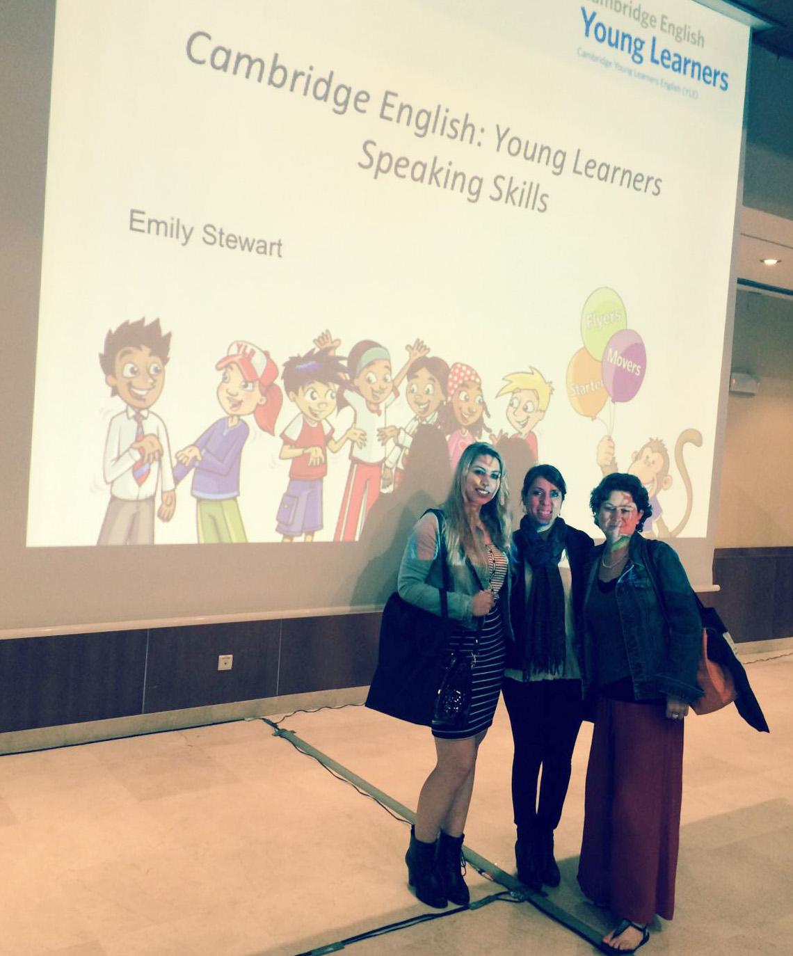 Nuestros profesores se reciclan profesionalmente continuamente. Aquí se ven Miss Luisa, Miss Rocio y Miss Alison en un seminario sobre Young Learners English presentado por Cambridge Esol.